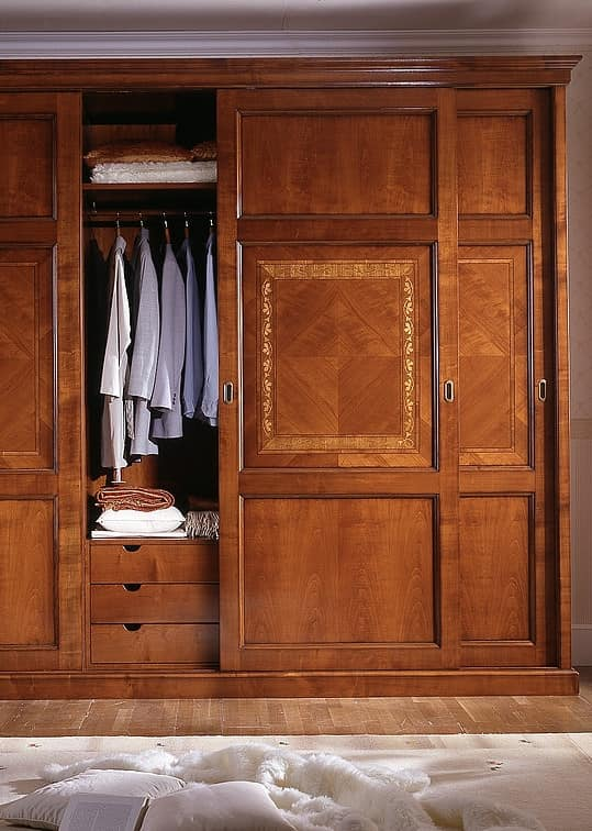 D 707, Cherry wardrobe with internal drawers
