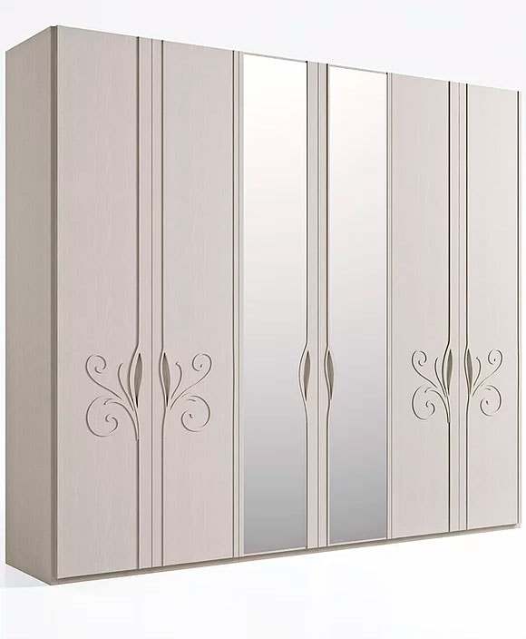 Mon Amour, Wardrobe with floral decorations