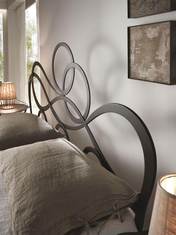 J'adore, Contemporary double bed in laser cut iron