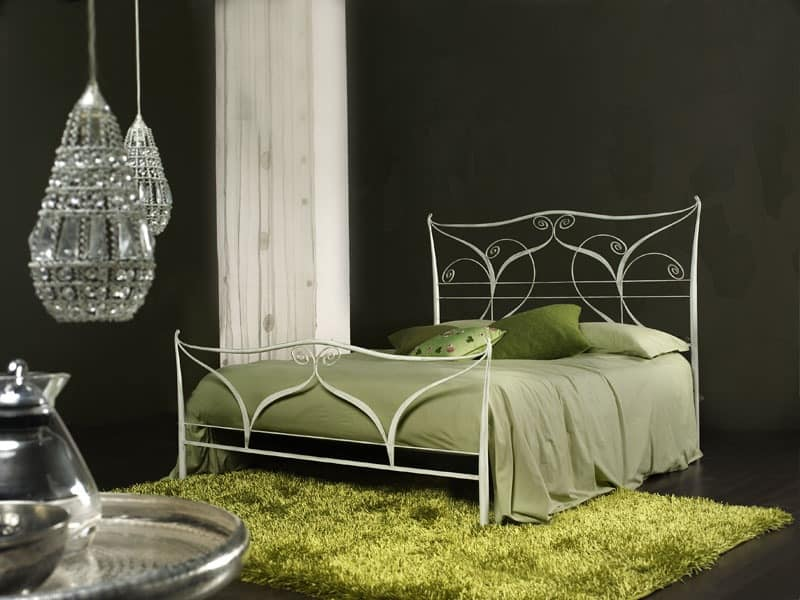 Klimt, Classic metal double bed, laser cutting