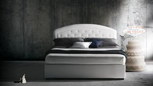 Moorea, Bed characterized by the quilted headboard