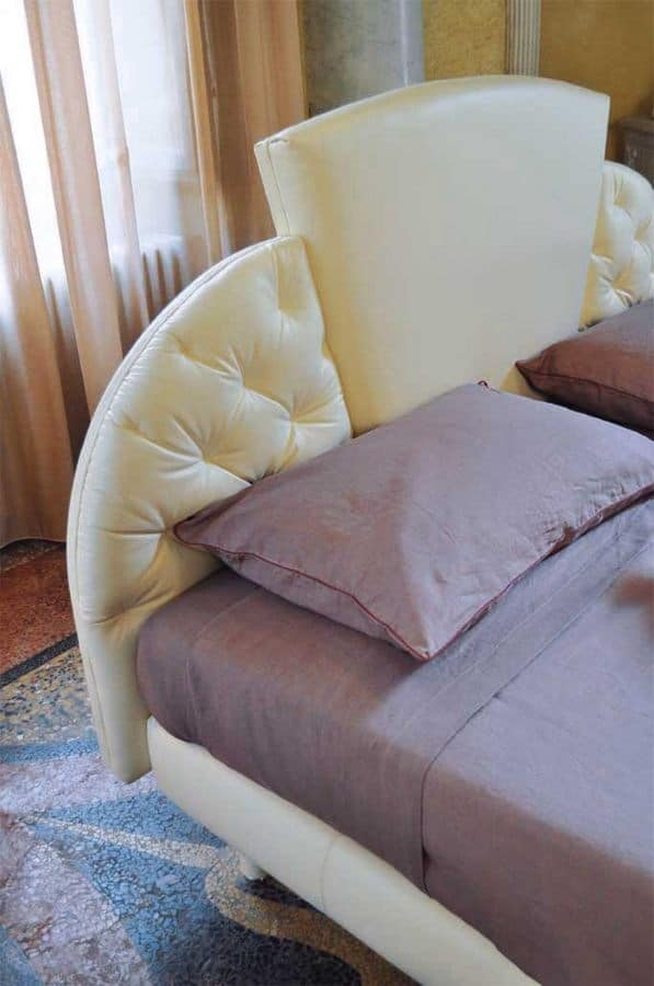 Prestige, Traditional upholstered bed, headboard with 3 panels, for hotels