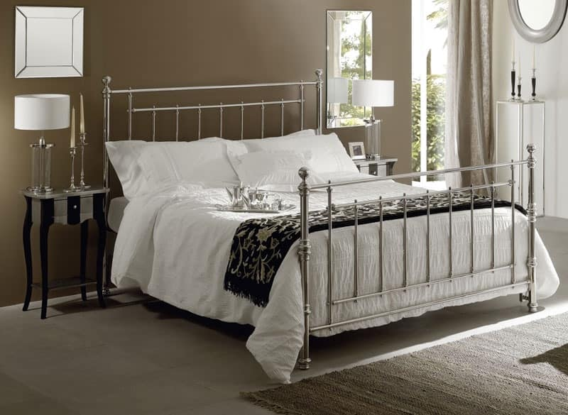 Inglese bed, Brass double bed with hand-polished surfaces
