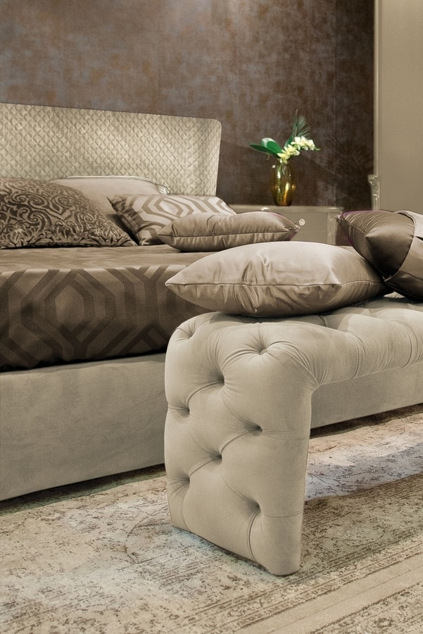 City Art. 5750_5753, Quilted bed