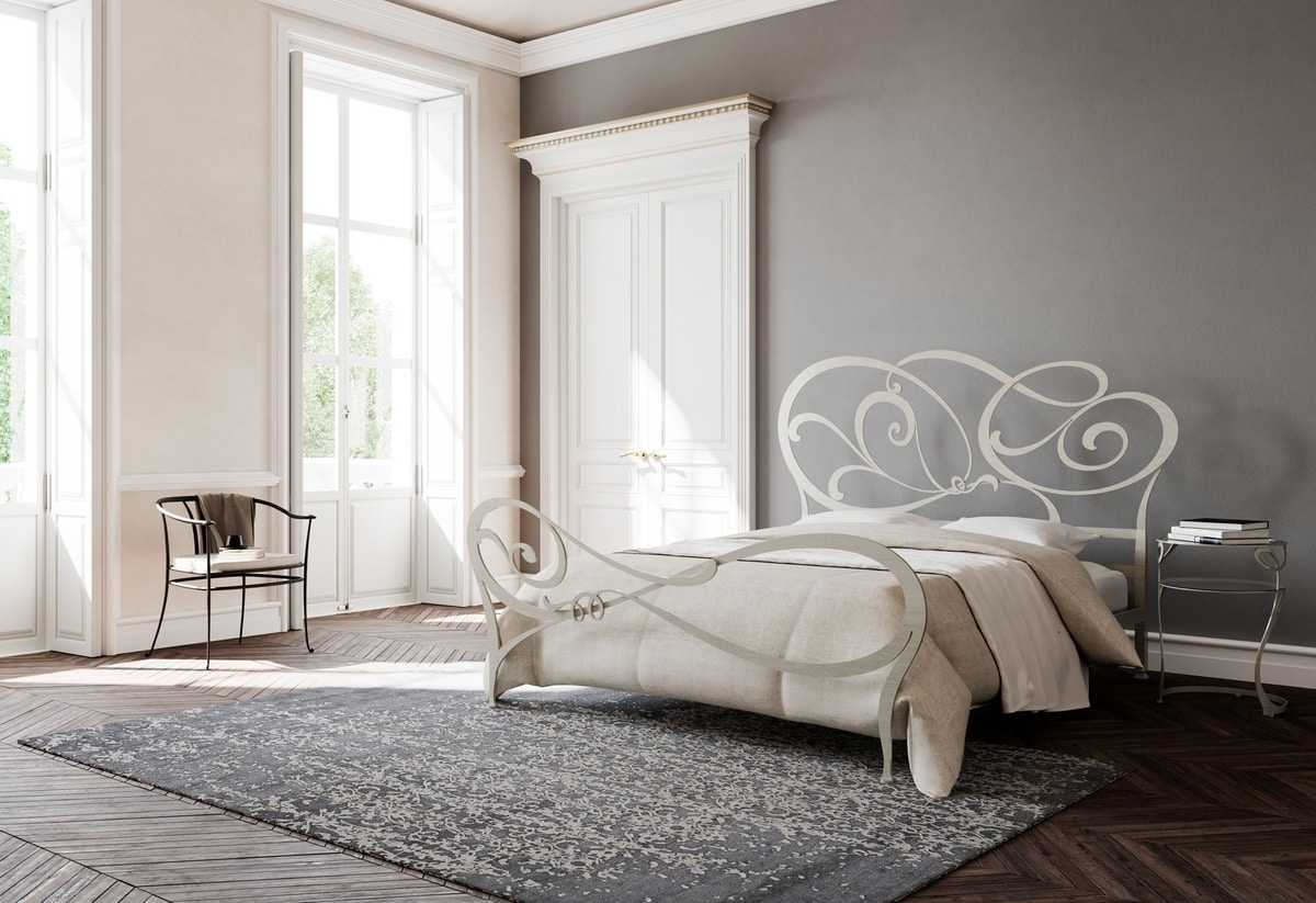 Floris, Bed with headboard decorated in iron