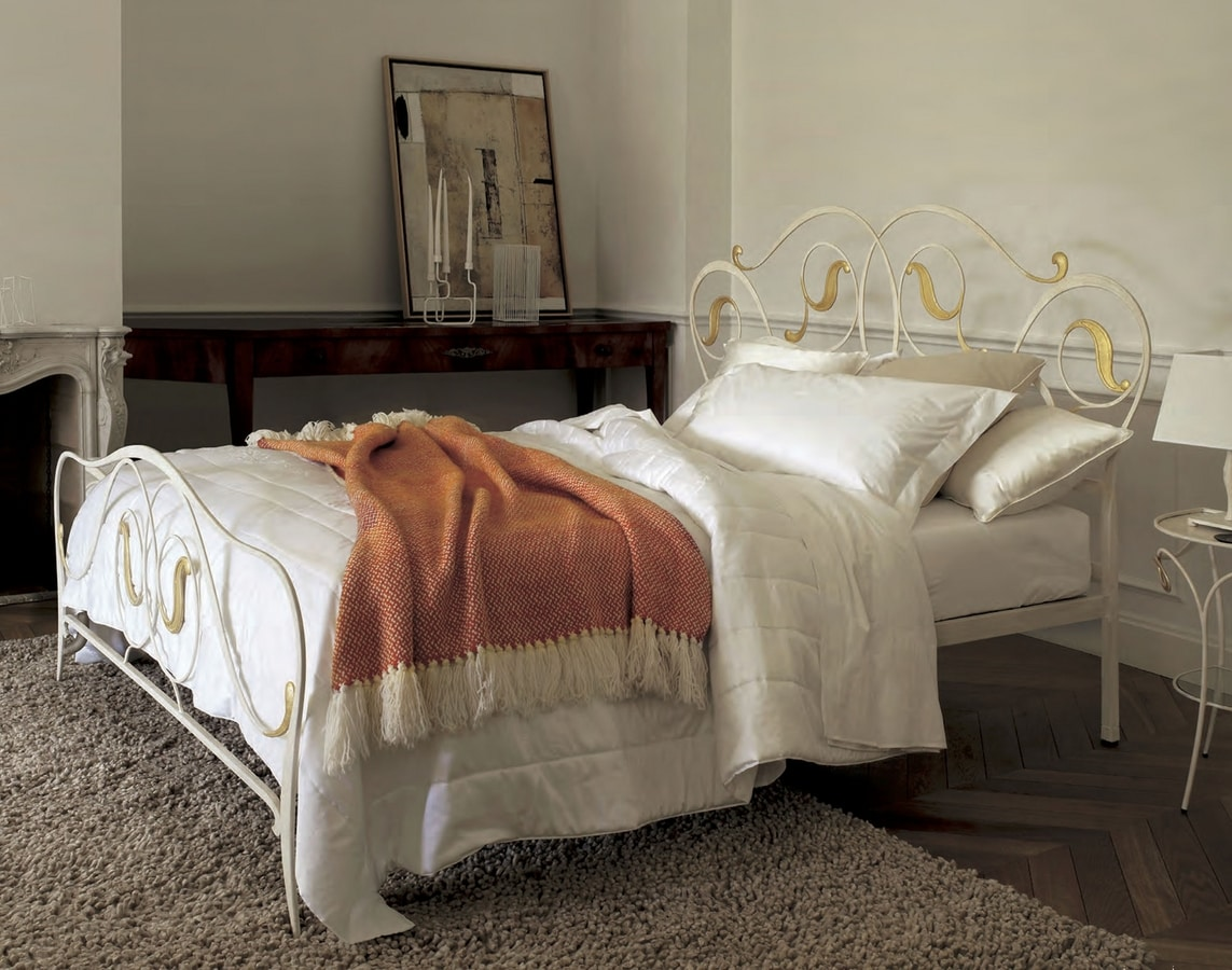 Mimì, Double bed with iron structure
