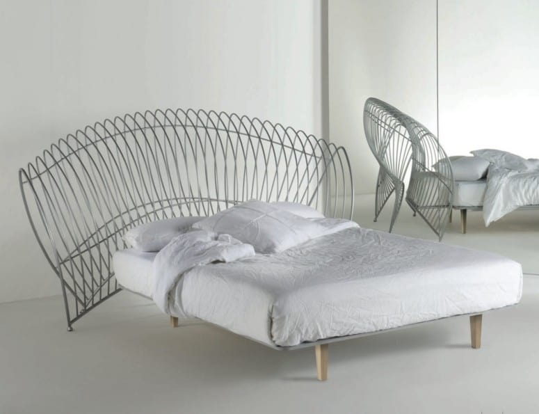 Onda Uno, Iron bed with large headboard