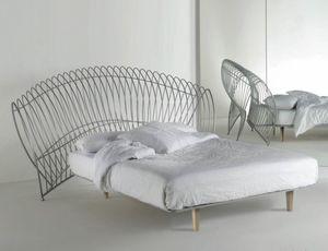 Onda Uno, Iron bed with large headboard