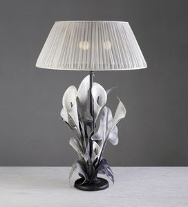 Art. 3002-03-00, Table lamp with a floral design
