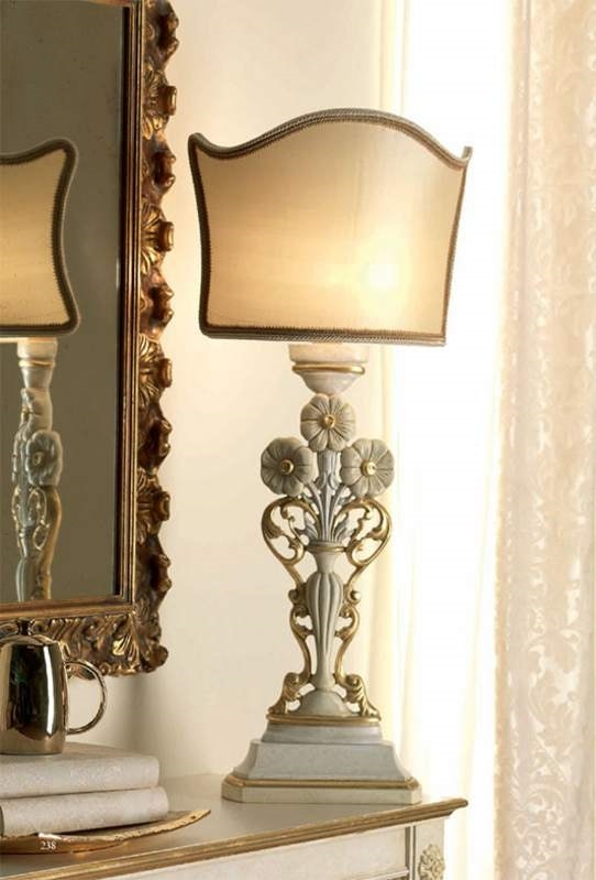 San Pietroburgo Art. ABA02/VSTI02/L43, Classic style table lamp with carvings