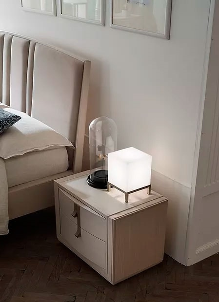 Flor, Bedside table with curved front