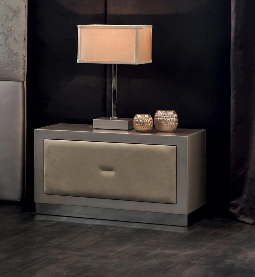 Keope Art. 401, Bedside table with fronts covered in leather