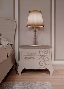 Mon Amour, Bedside table with floral decorations