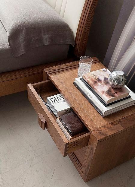 Tea Stilo, Wooden bedside table