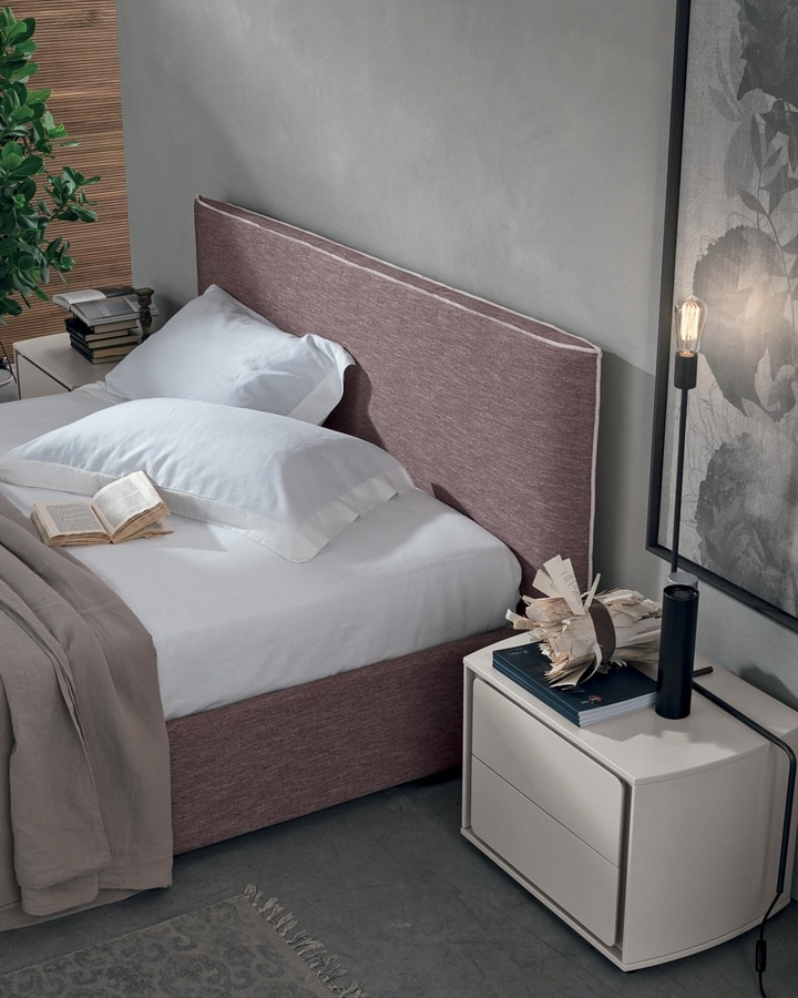 Tivoli, Bedside table with delicate lines