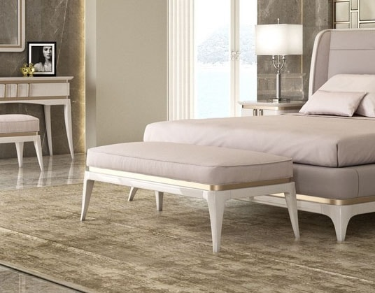 Art. 5608, Bench for bedroom