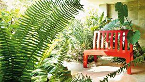 Romeo, Plastic garden bench