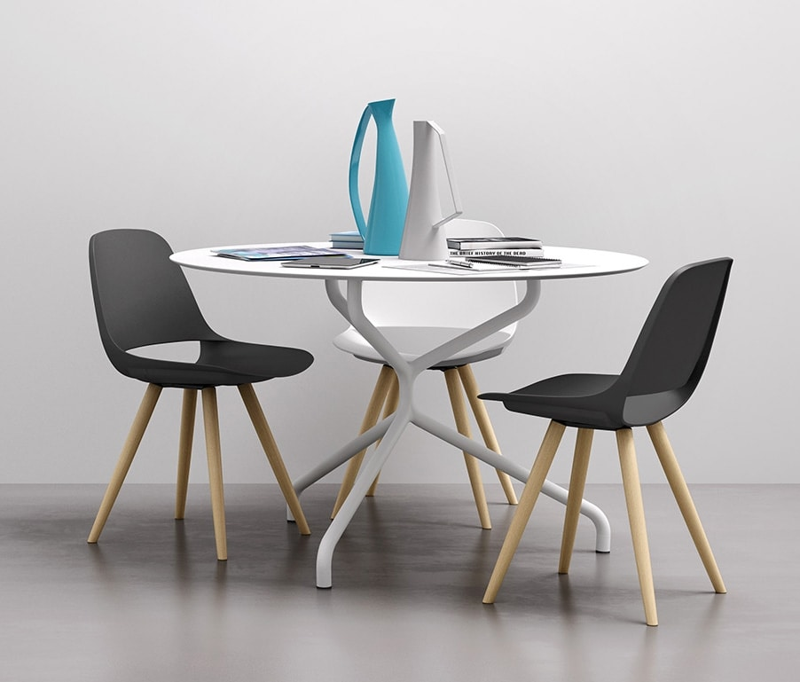 Cosmo 4G, Chair with wooden legs