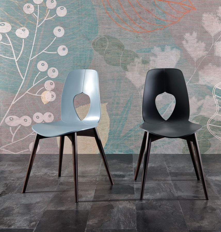 HOLE WOOD, Chair with shell in polypropylene, wooden legs