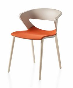 Kicca, Polypropylene chair with wooden legs