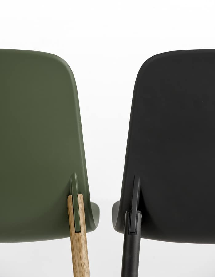 Sharky, Polyurethane chair with legs in European oak