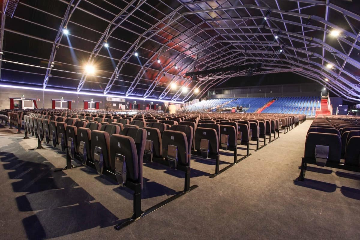 Aura Z, Seats without floor fixing suited for events