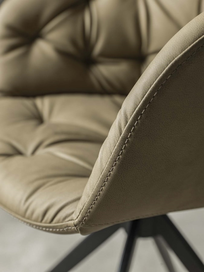 Art. 212 Cabiria, Chair with capitonnè effect stitching