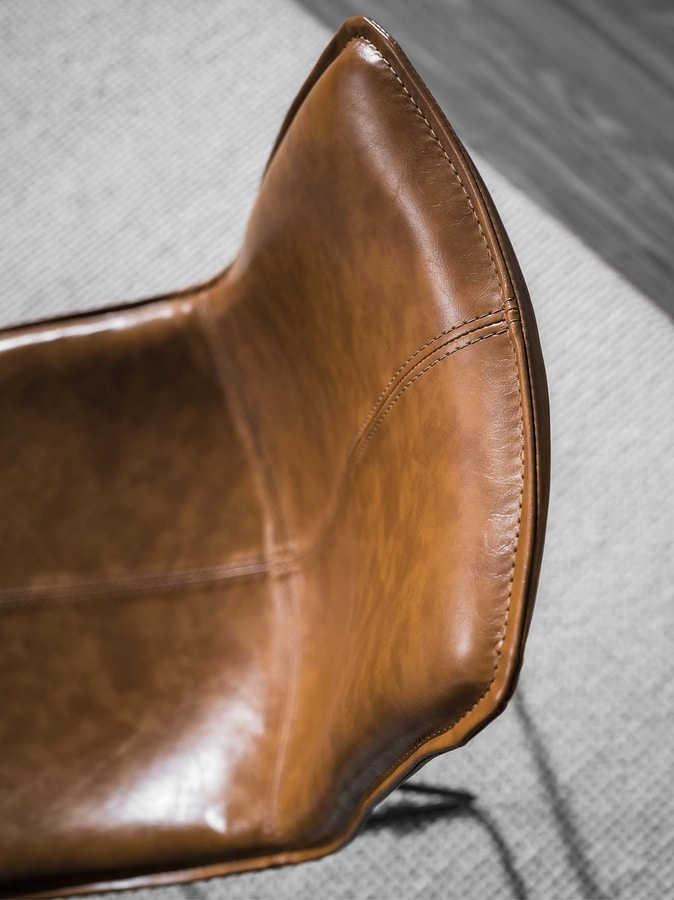 Art. 214 Dublin, Old style chair with leather seat