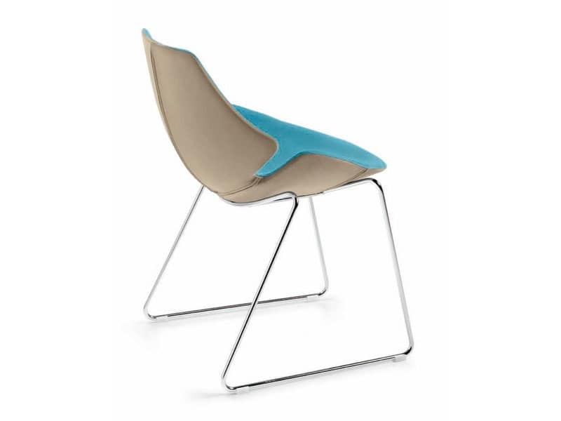 Eon sled, Chair in plastic coated with leather, steel frame
