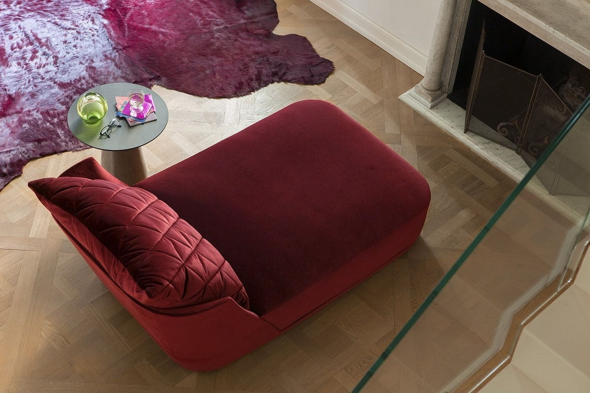 Grace, Chaise longue with rounded and romantic line