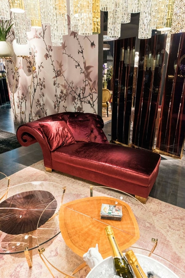 New Versailles, Classic handcrafted chaise longue