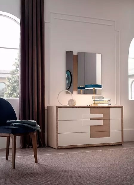 Aurea, Chest of drawers with lacquered fronts