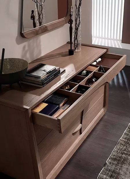 Desi, Chest of drawers with a sinuous design