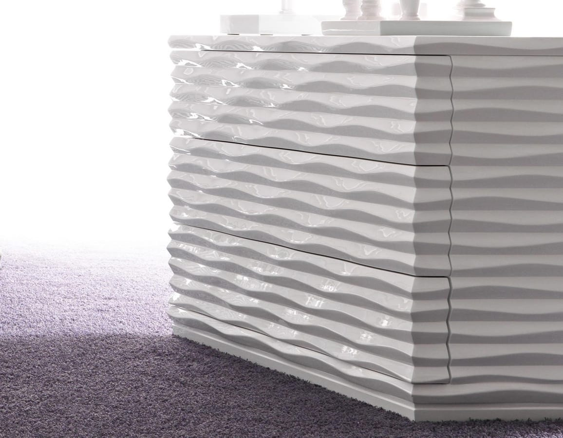 Ebon Art. 496, Cchest of drawers characterized by wave design