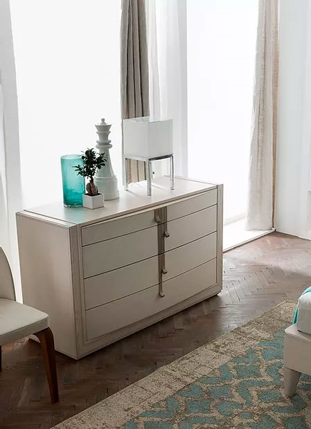 Flor, Chest of drawers in wood with curved front
