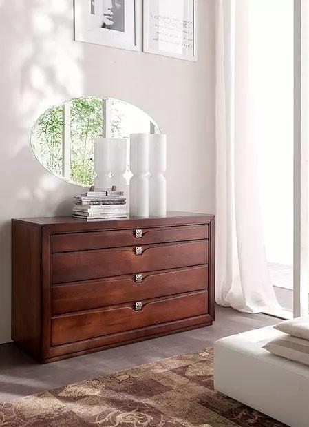 Linda, Dresser with elegant engravings