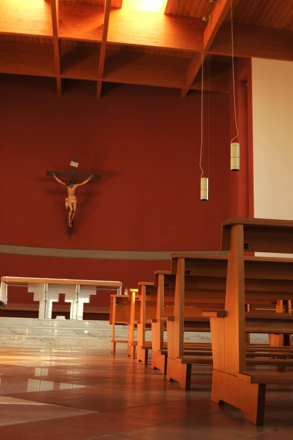 Banco Temple, Contemporary bench in solid wood, for churches
