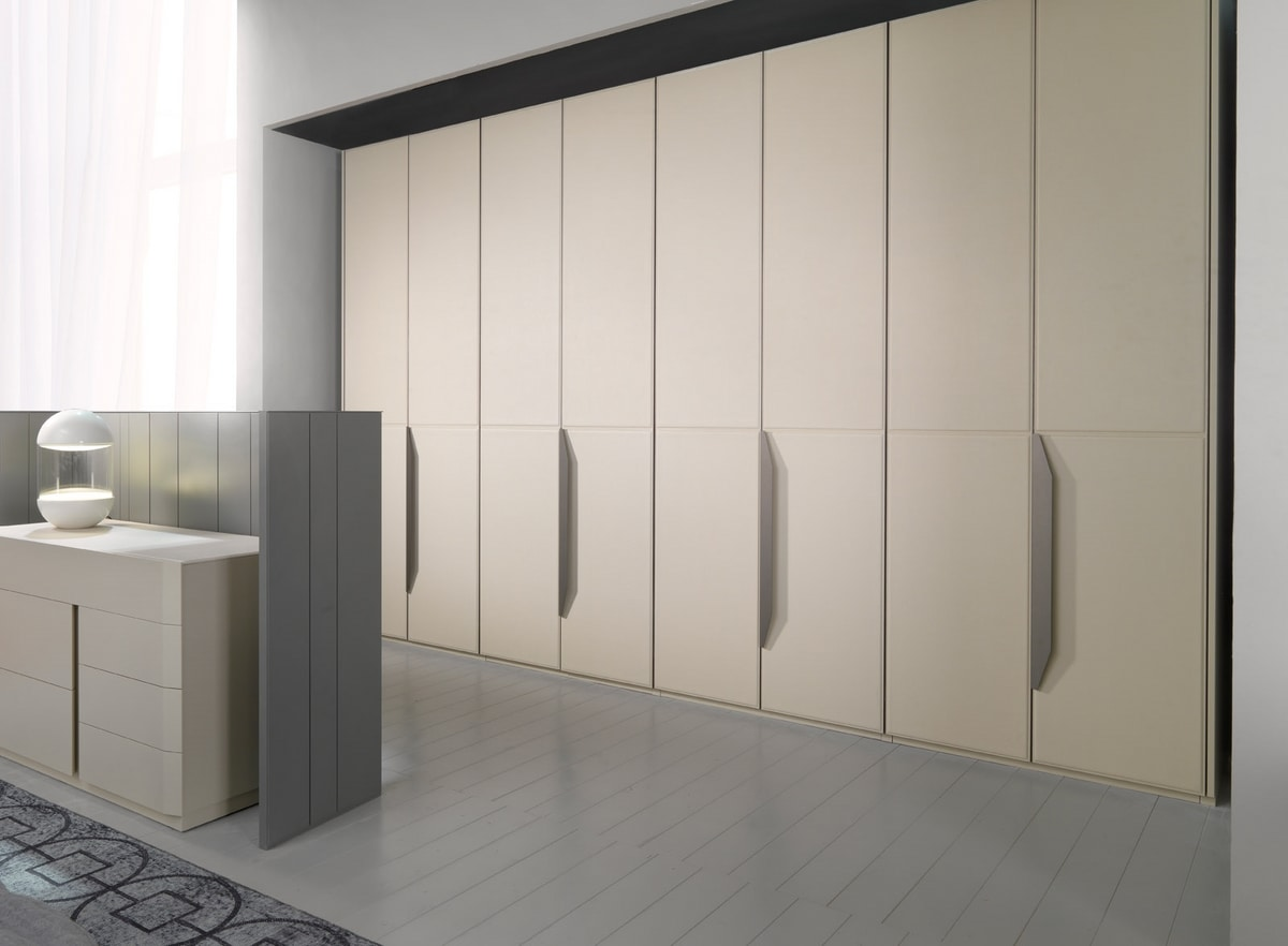 ATLANTE FLORES, Wardrobe with leather-covered doors