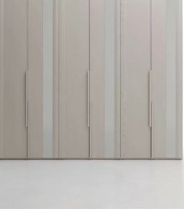 Avenue, Wardrobe with lacquered glass inserts