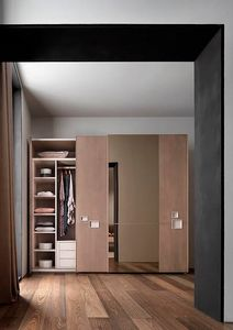 Break Up, Wardrobe with sliding doors