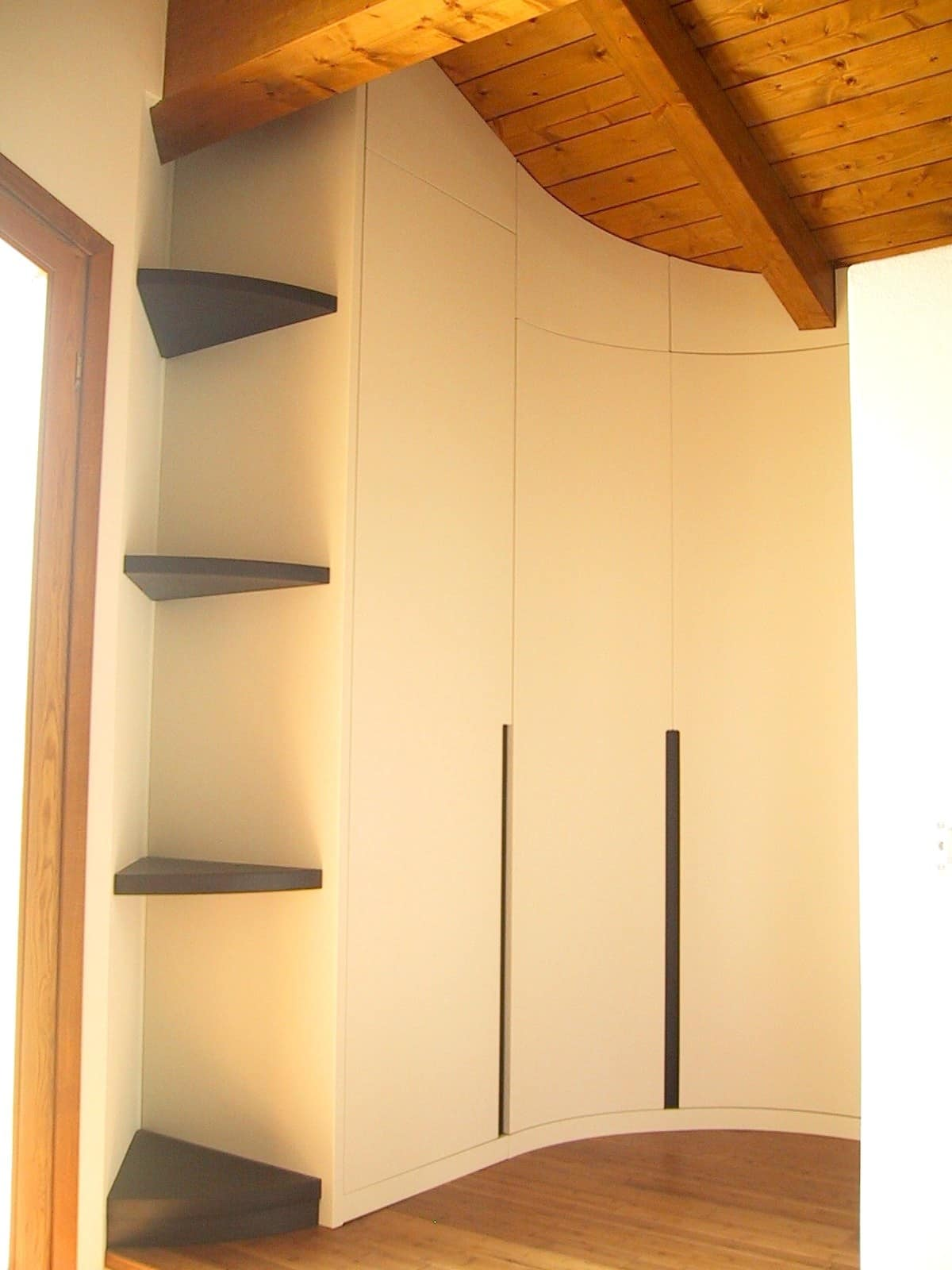 Closet for under-roof rooms 05, Wardrobe customizable to the attic, with an exclusive design