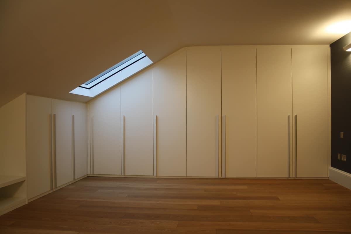 Closet for under-roof rooms 01, Cabinets for mansard, made to measure