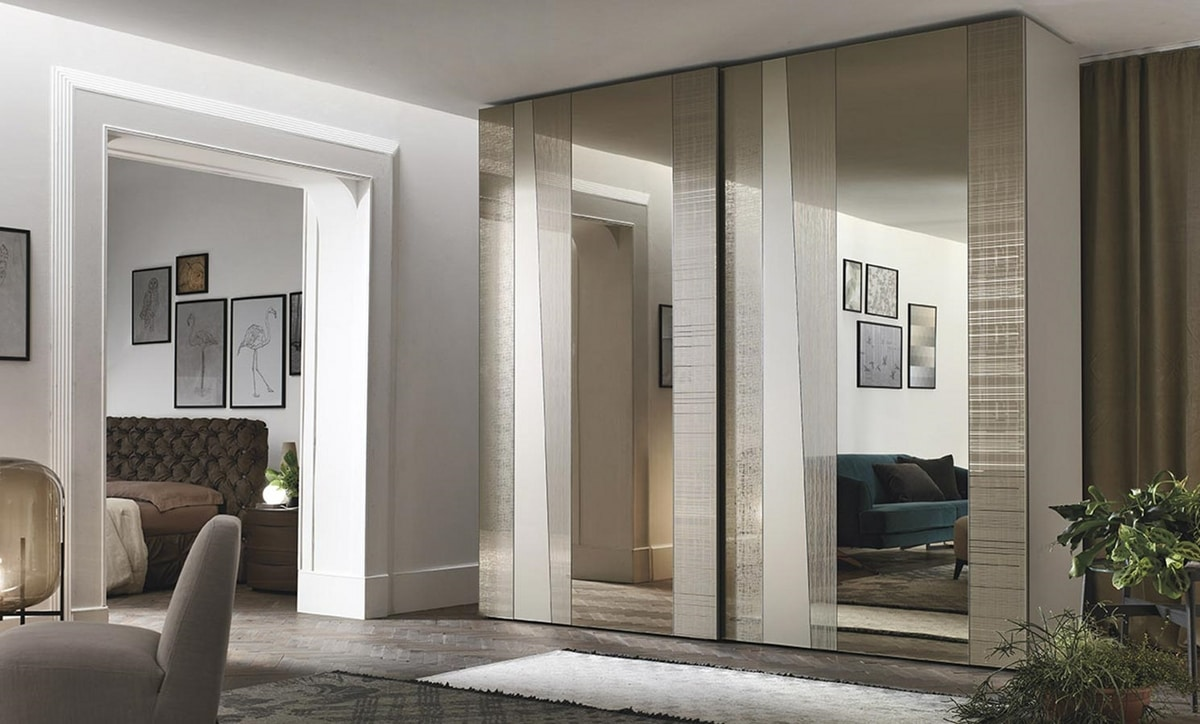 Madras, Wardrobe with mirrored sliding doors