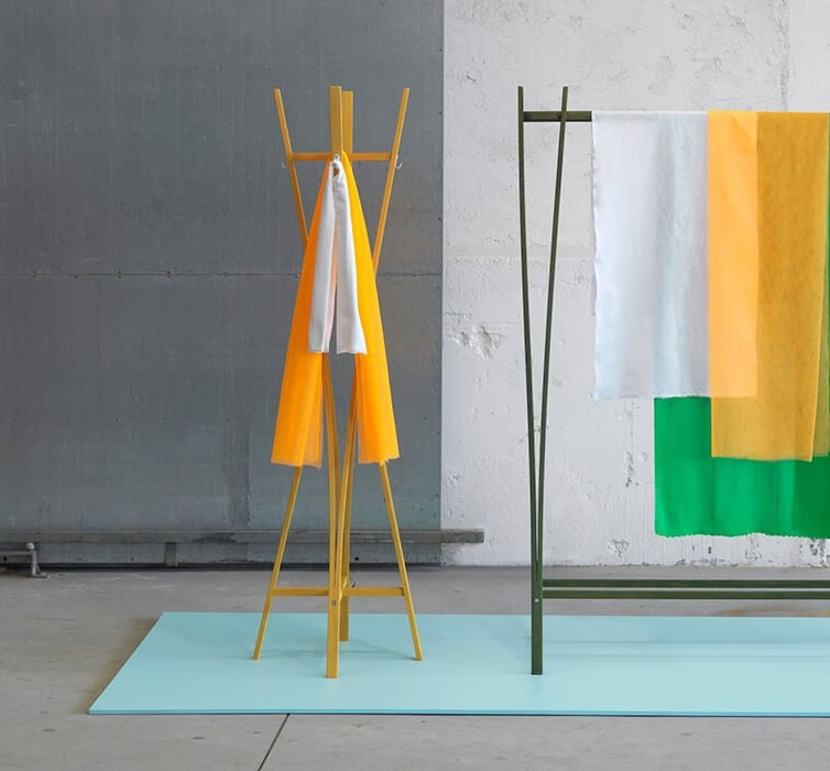 Tra, Modern wooden coat stand