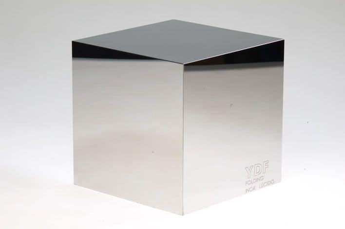 Inox lucido, Customizable pieces of metal furniture