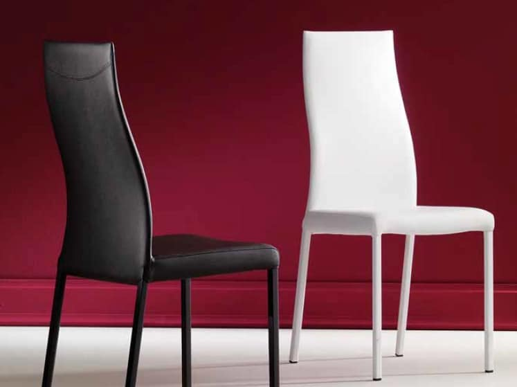 Grace, Comfortable stuffed chair with curved backrest