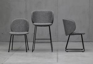 Dua metal, Upholstered chair with metal base