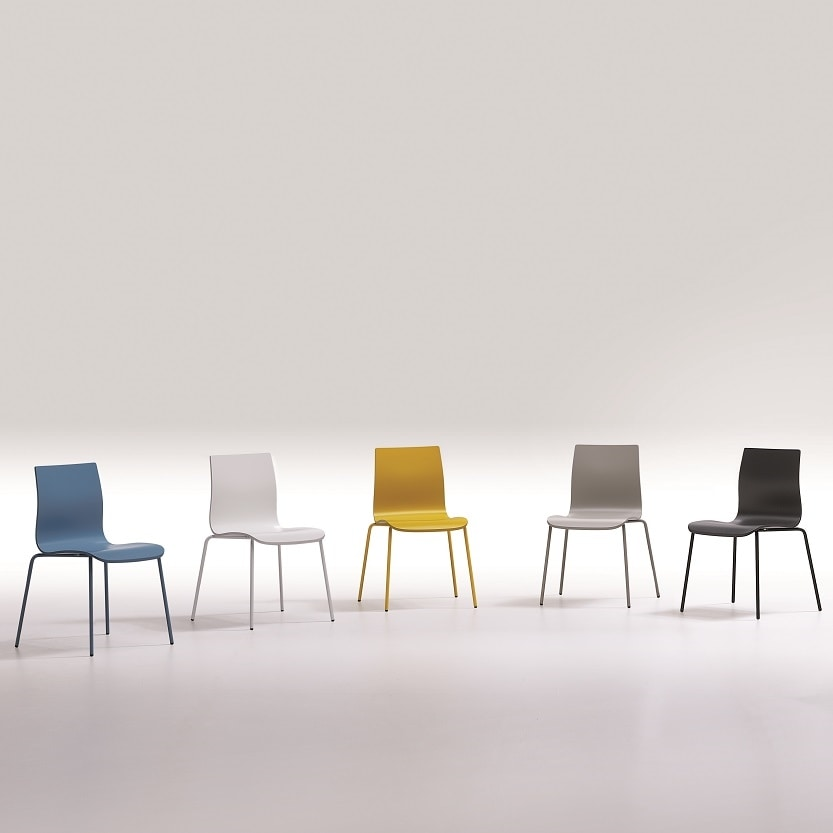 Juma, Chair with a clean and linear style