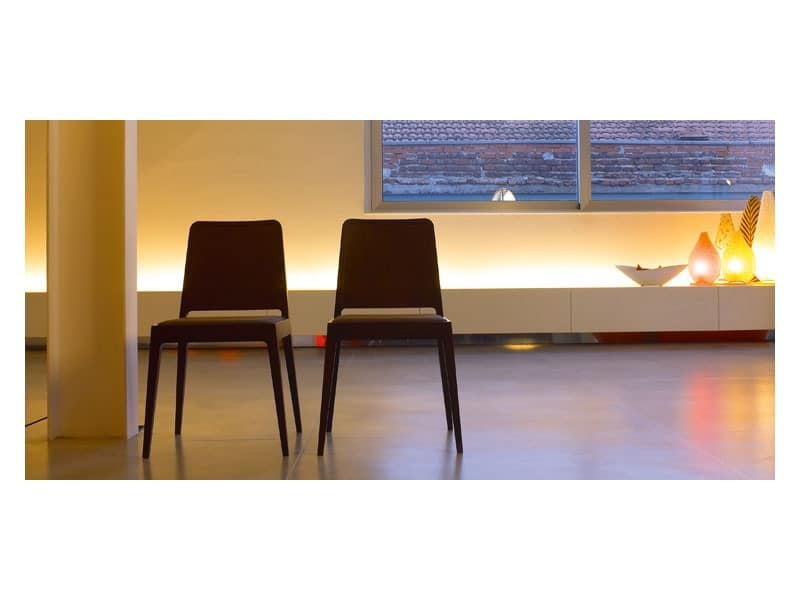 Dea, Upholstered chair with structure in solid wood
