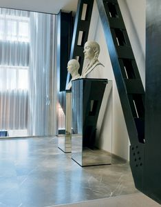Qube 315, Mirror decorative column